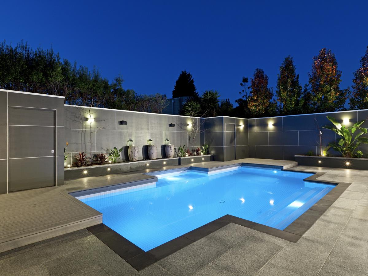 Beautiful home swimming pool construction michael greer for Beautiful house with swimming pool